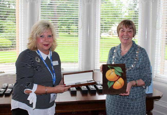 The Provost and the Mayor exchanged gifts at a civic reception