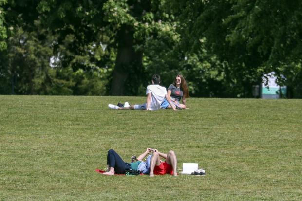 Stirling News: People enjoy the warm weather in Guildford