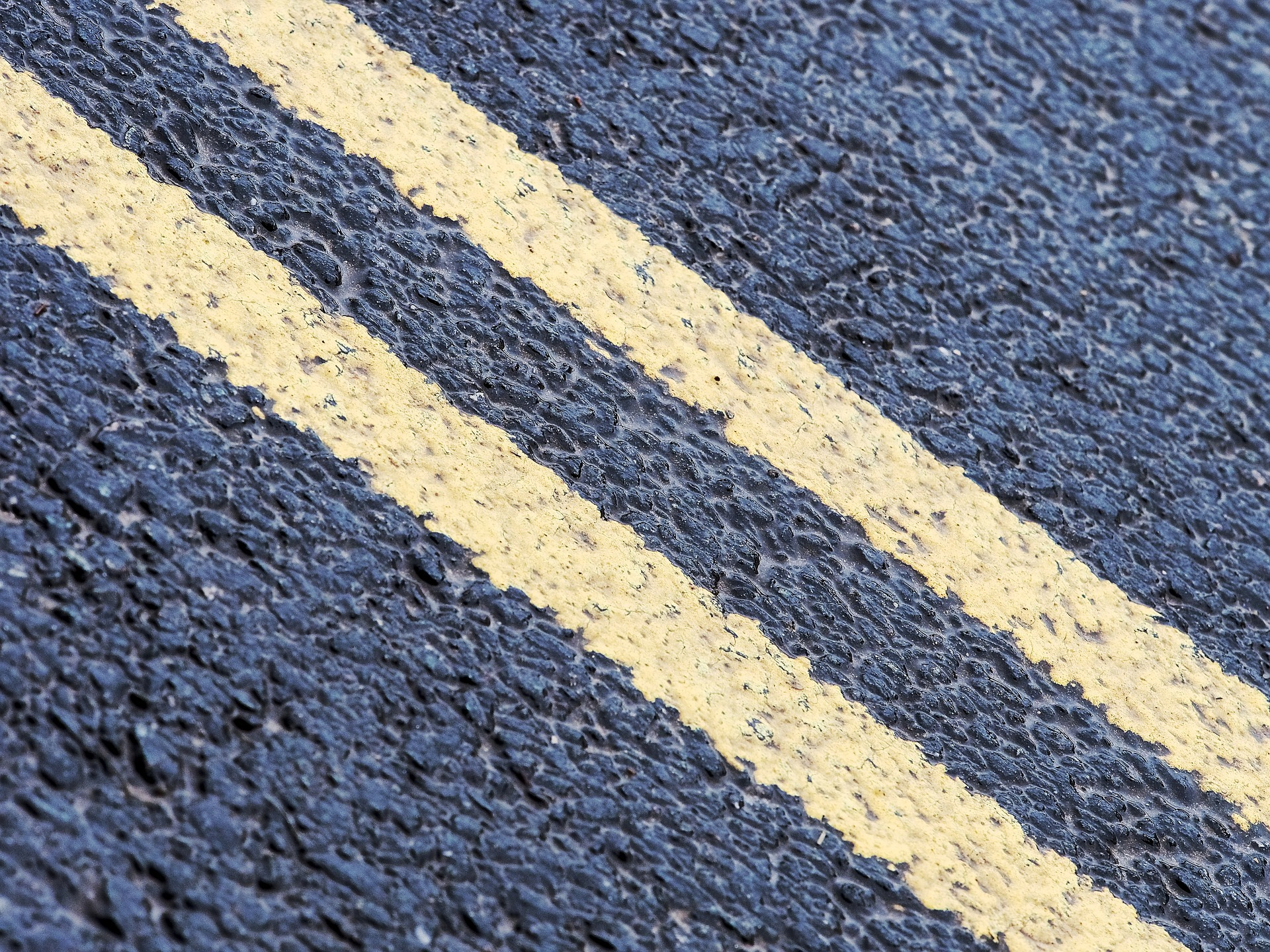 Stock image: Double-yellow lines