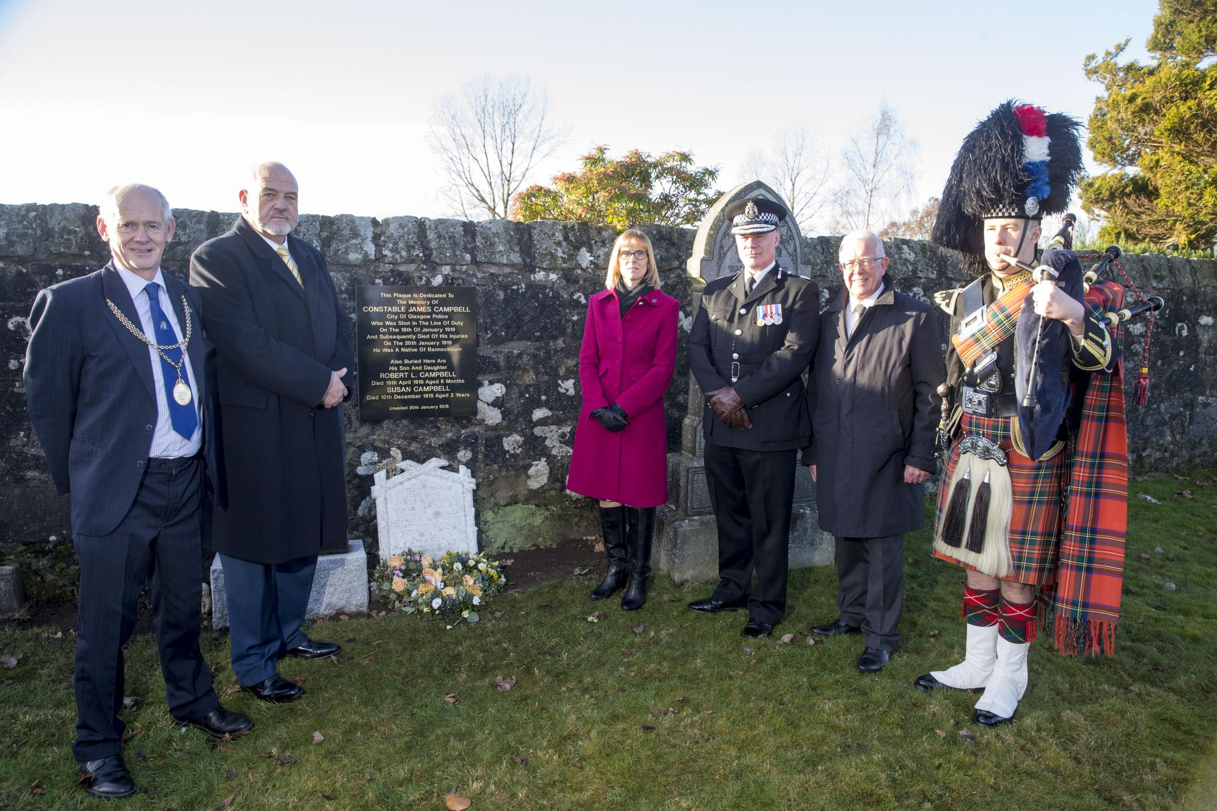 MEMORIAL: Plaque for PC James Campbell unveiled at Bannockburn Cemetery 100 years after his death